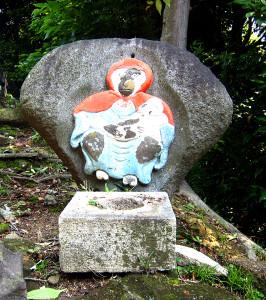 法性寺山上の猿像